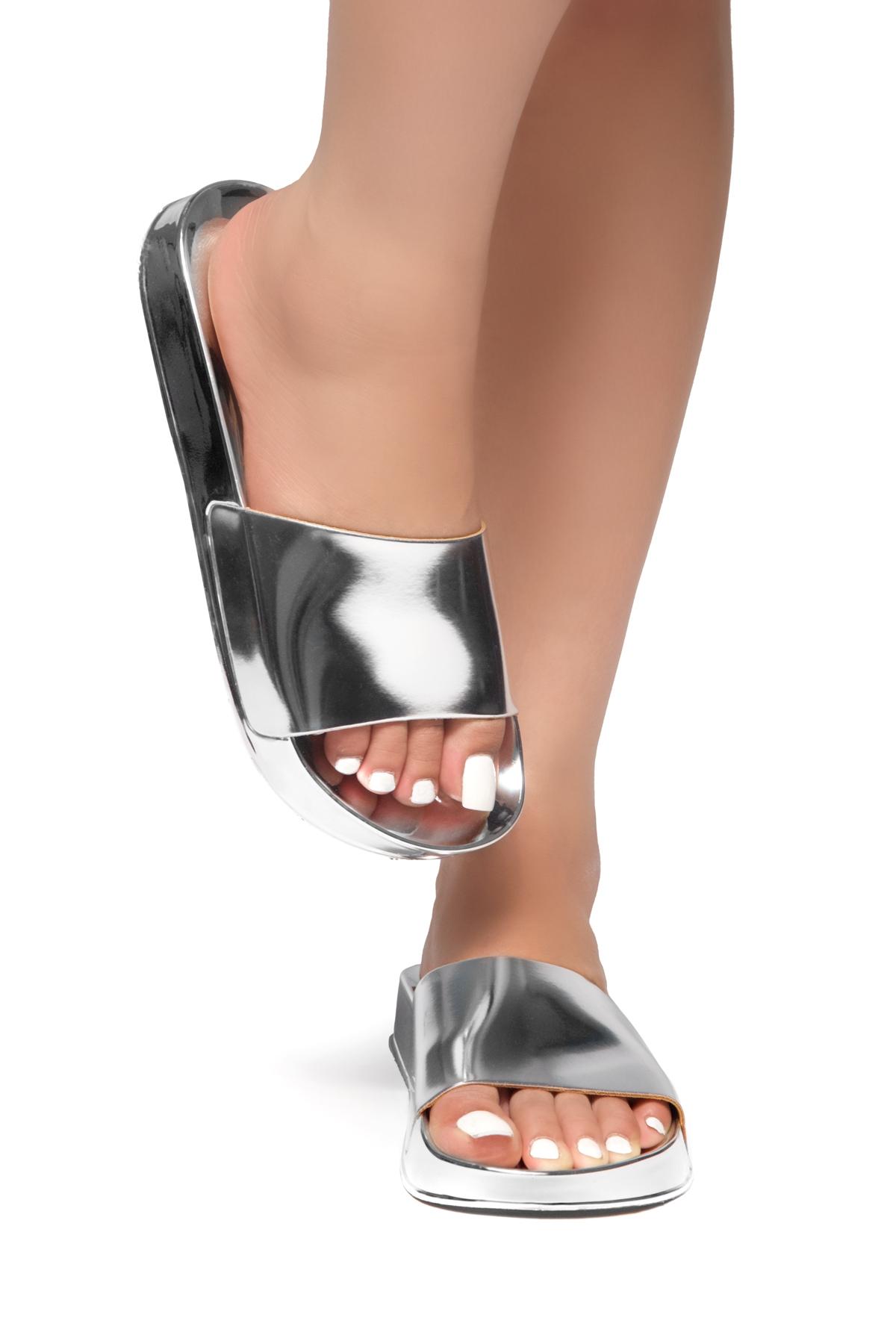 efbab213fda HerStyle SL-170803-Metallic Open Toe Slide Sandal (Silver)